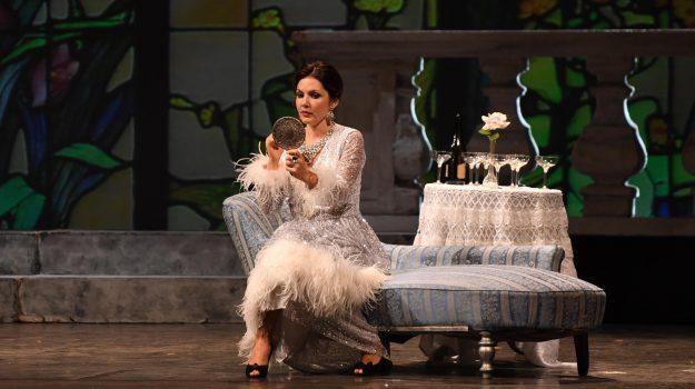 """""""La Traviata"""" entusiasma il pubblico di Reggio Calabria: le foto dello spettacolo"""