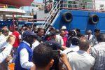 Migranti, tenta di arrivare a Marsiglia dentro una valigia: grave un tunisino
