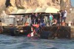 Aliscafo contro il molo a Vulcano, marittimo finisce in mare ma si salva