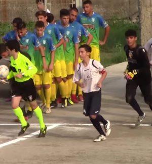 Ingresso in campo del derby, under 17, Jonica-Giardini
