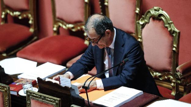 deficit, manovra economica, Giovanni Tria, Giuseppe Conte, Luigi Di Maio, Matteo Salvini, Pierre Moscovici, Sicilia, Politica
