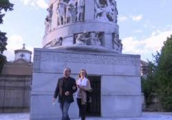 La presentazione itinerante dell'ultimo romanzo dello scrittore Usa, «Lincoln nel Bardo» (Feltrinelli). Letture tra le tombe monumentali e la conversazione con Paolo Di Paolo