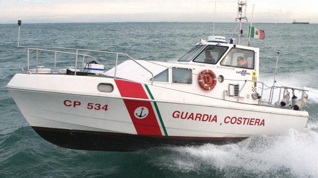 barca in avaria Brolo, soccorso Guardia Costiera, Messina, Sicilia, Cronaca