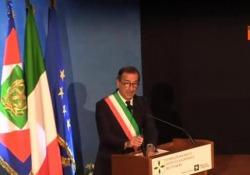 Il sindaco accenna a Feltrinelli e in sala scatta l'applauso