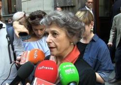 L'applauso di Milano a Inge Feltrinelli: «Una donna che non conosceva muri» Alla camera ardente a Palazzo Marino anche Simonetta Agnello Hornby: «Un esempio di grande europea» - LaPresse