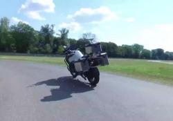 Le spettacolari immaginidella Bmw a guida autonoma Il costruttore tedesco sta sviluppando una versione self drive della maxienduro R 1200 GS. I risultati mostrati a Miramas, nel Sud della Francia. L'obiettivo è la sicurezza - Corriere Tv