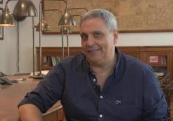 Maurizio de Giovanni: «Il nuovo Ricciardi indaga sulla morte di un vecchio gesuita. E si evolve...» Lo scrittore racconta «Il purgatorio dell'angelo» (Einaudi Stile libero) - Corriere TV