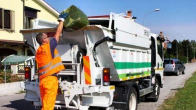 camion di racolta, comune di lamezia, impianto di smaltimento, lamezia terme, rifiuti, Catanzaro, Calabria, Cronaca