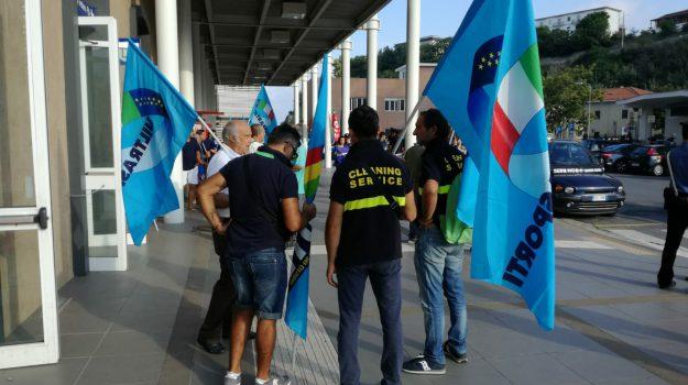 sciopero addetti pulizia treni, Cosenza, Calabria, Economia