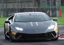 Con la più «cattiva» delle Lamborghini Huracàn stradali (610 cavalli) tra i cordoli del circuito di Monza
