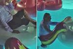 Vittorio Sgarbi sul salvagente in piscina tutto vestito, poi si distrae e cade: «Potevo morire»