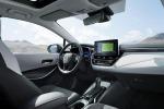 Toyota porta il nuovo suv Rav4 Hybrid a Parigi, accanto alle due inedite Corolla