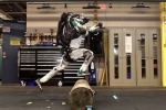 Il robot umanoide Atlas abile nel parkour