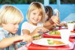 Cinque pasti per i bimbi, da colazione a cena ecco la corretta giornata alimentare