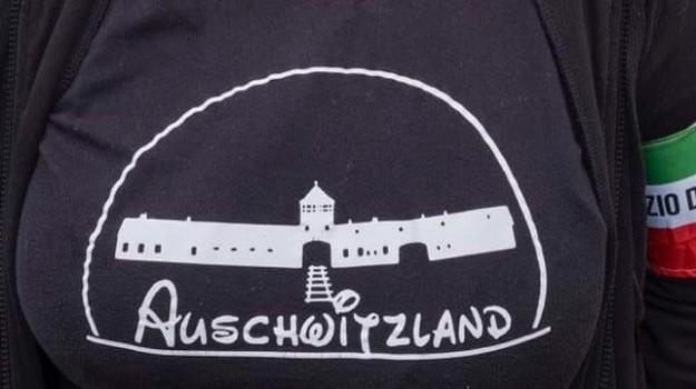 Auschwitzland, forza nuova, maglietta Auschwitzland, maglietta Forza Nuova, Marcia su Roma, Predappio, Selene Ticchi D'Urso, Sicilia, Cronaca