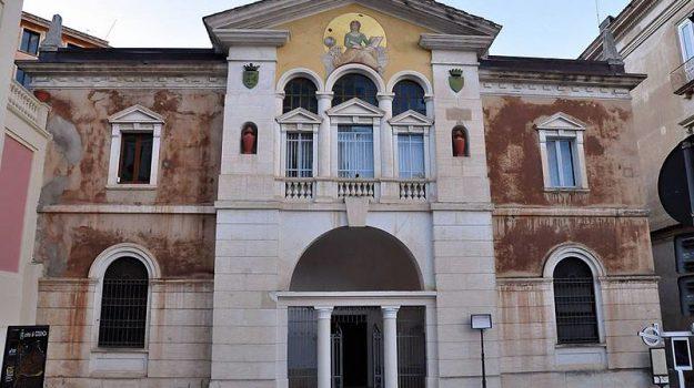 biblioteca cosenza, stipendi, Cosenza, Calabria, Economia