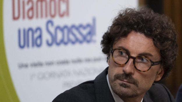 treni calabria, Danilo Toninelli, Giuseppe marino, Orazio Iacono, Calabria, Politica