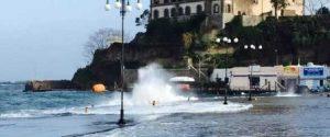 Freddo e vento di tramontana a Messina, maltempo alle Eolie: collegamenti fermi