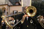 Ad Alcara Li Fusi la prima rassegna di bande musicali: le foto della sfilata fra le vie del paese