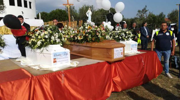 christian e nicolò, funerali stefania, Christian Frijia, Nicolò Frijia, Stefania Signore, Catanzaro, Calabria, Cronaca