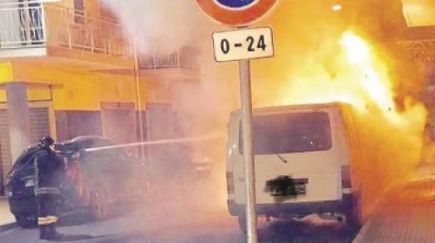corigliano-rossano, incendi Corigliano Rossano, incendi Sibaritide, incendio automezzi Sibari, Catanzaro, Calabria, Cronaca