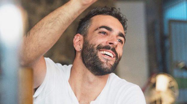 mengoni musica singoli, Marco Mengoni, Sicilia, Cultura