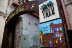 Riace, il sindaco dichiara guerra... ai murales dell'accoglienza