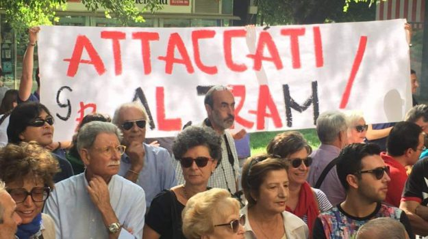 abolizione tram messina, corteo Messina, messina, tram messina, Messina, Sicilia, Cronaca