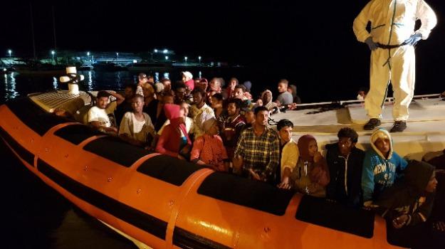 centri di accoglienza, migranti, viminale, Sicilia, Cronaca