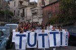 Aieta, la protesta dei genitori degli studenti sfocia in una manifestazione popolare