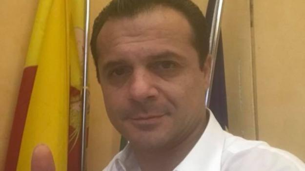 de luca ha un nuovo consulente, Cateno De Luca, Salvatore Cianciolo, Messina, Sicilia, Politica