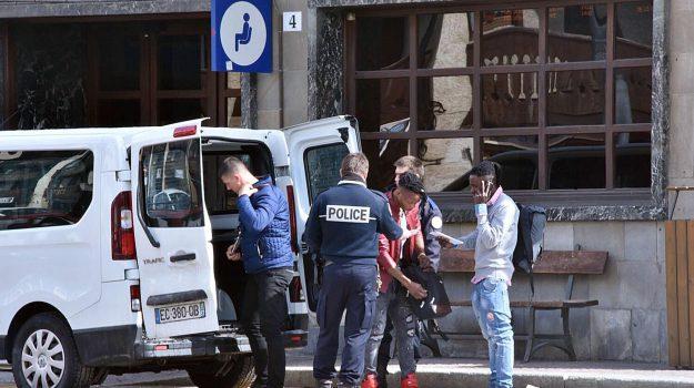 gendarmeria francese, migranti, Sicilia, Cronaca