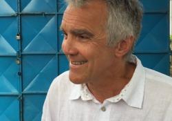 Dante in Kenya. Il regista Marco Martinelli: «Le nostre letture nella baraccopoli di Kibera» In scena la «Divina Commedia» con 140 ragazzini - CorriereTV