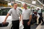 Da sinistra: Markus Schäfer, membro del Divisional Board of Management di Mercedes-Benz Cars e Jason Hoff, presidente e CEO di MBUSI all'uscita della prima Mercedes nuova GLE prodotta a Tuscaloosa.