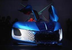 DS X e-tense: il futuro è già qui Supertecnologica, elettrica e lussuosissima, per non dire sfarzosa, è il manifesto dell'auto che verrà. Per la precisione: nel 2035. Parola del brand francese. Occhio all'asimmetria del design... - Corriere Tv