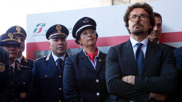 liberty lines, licenziamenti Liberty Lines, protesta Liberty Lines, stretto di messina, Danilo Toninelli, Messina, Sicilia, Economia