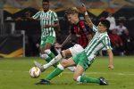 Il Milan non reagisce dopo il derby, il Betis lo affonda per 2-1