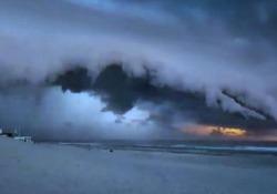 Lo spettacolo naturale (per certi versi inquietante) sulla spiaggia di Soulac-sur-Mer, in Francia