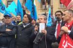 In 500 in piazza contro il Salva Messina, la protesta di Cgil e Uil