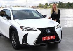 L'ultima nata del marchio lusso di Toyota arriverà in Italia da aprile, ma solo in versione ibrida: motore 2 litri da 180 cv