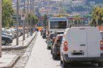 Soste selvagge a Cosenza, disagi in via 24 Maggio: automobilisti bloccati per un'ora