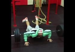 Alexander Khokhlov ha un modo tutto suo di allenarsi