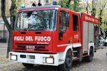 Vigili del fuoco presi a colpi di pietre mentre spengono un incendio a Palermo