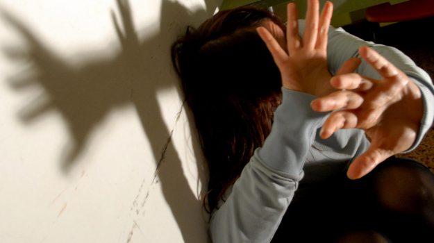 abusi sessuali, arresto, Messina, Sicilia, Cronaca