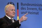 Germania: Seehofer cede, lascerà guida Csu e governo