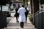 Pochi soldi per assumere, a Cosenza arrivano i medici a ore