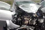 Scontro frontale tra due auto, le terribili immagini dell'incidente allo svincolo di Gioiosa Jonica