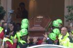 Chiesa gremita a Palermo per l'ultimo saluto a Giuseppe Liotta: il video dei funerali