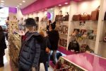 Tutti pazzi per il Black Friday, sconti e promozioni: le foto dello shopping a Lamezia