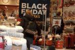 Il Black Friday è alle porte, 15 milioni di italiane pronte a far shopping con un clic